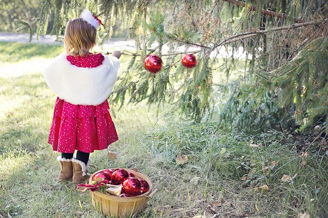 Mindful Holidays: Less Stress, More Peace and Joy for Parents and Children
