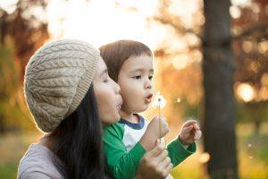 encouraging children vs. praising or criticizing